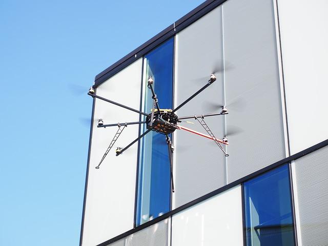 drone-592218_640