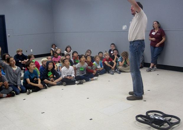 clase sobre drones colegio