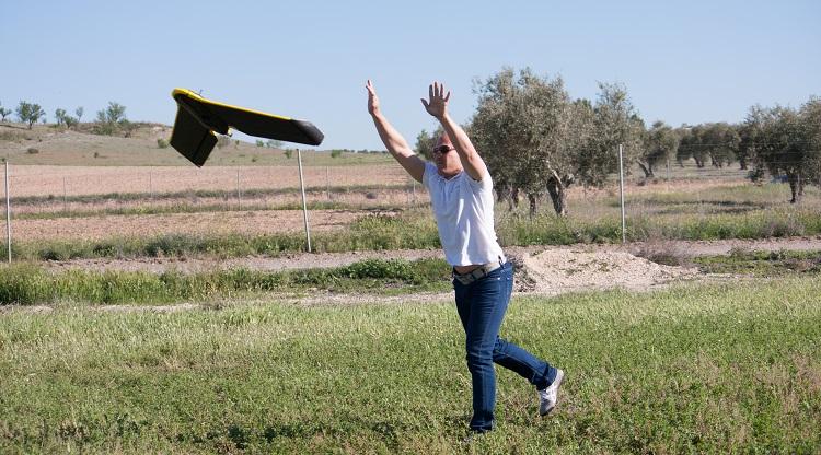 lanzar dron de ala fija