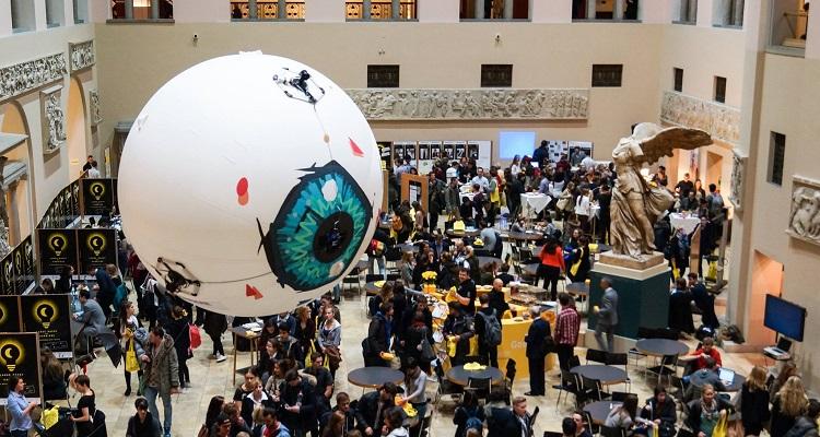 Skye dron inflable publicidad